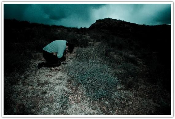 Más fotos del video sobre la soledad